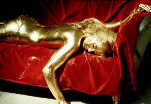 Nhuộm tóc bằng vàng