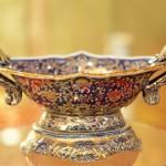 Đồ gốm sứ độc đáo được trang trí bằng vàng