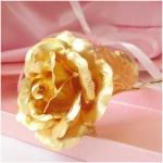 Hoa hồng mạ vàng có phải là vàng giả?