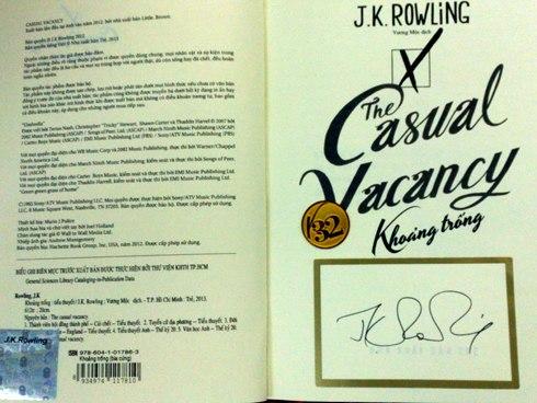 Sách mạ vàng được 'Mẹ đẻ' Harry Potter ký