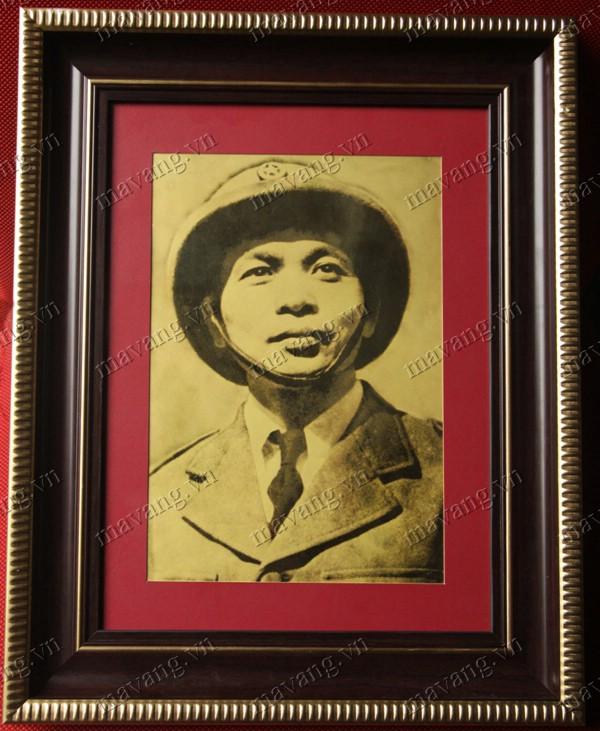 Ảnh mạ vàng đại tướng Võ Nguyên Giáp (ảnh gốc chụp năm 1954)