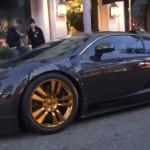 Lướt phố cùng Bugatti Veyron mạ vàng