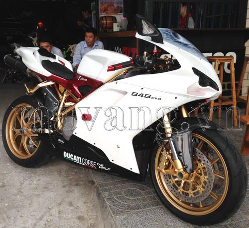 Ducati-848-evo-ma-vang-24K-sang-trong (9)
