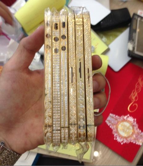 Tràn ngập thị trường vỏ iphone mạ vàng của Trung Quốc.