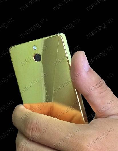 Trên nay Nokia 515 Mạ vang 24K