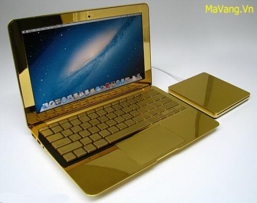 MacBook Pro mạ vàng 24K độc nhất