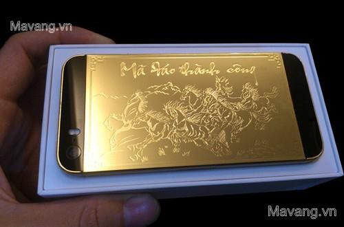 Ngắm iPhone 5s mạ vàng 24K phiên bản