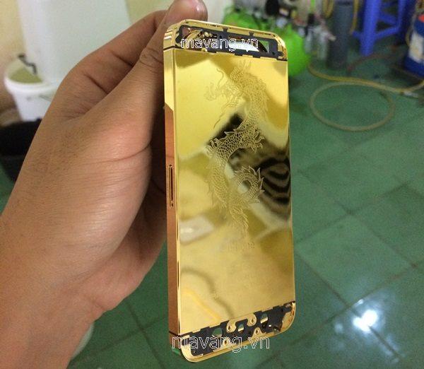 Vỏ iPhone 5S khi vừa mới mạ vàng xong