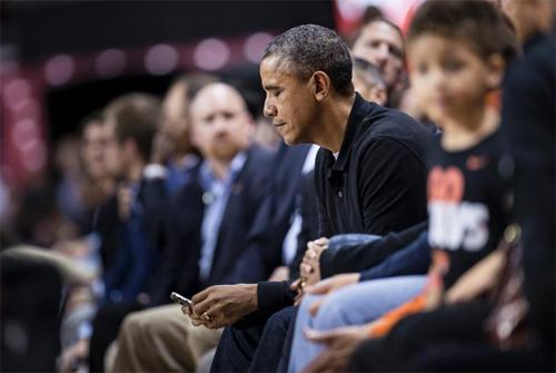 Barack Obama thường xuyên đọc tin nhắn mới trên BlackBerry.