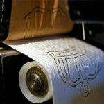 Cuộn giấy vệ sinh mạ vàng giá 250 USD