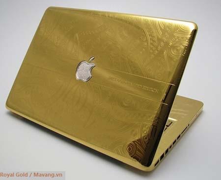 Laptop Macbook mạ vàng khắc hoa văn