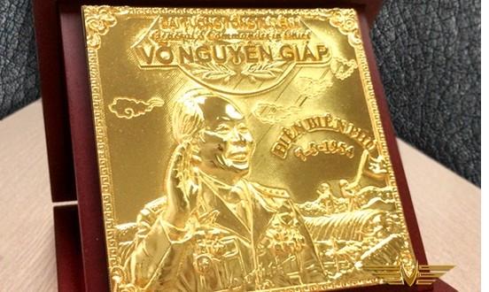 Đại tướng Võ Nguyên Giáp đúc vàng ròng nguyên khối