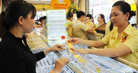 Giá vàng trong nước bất ngờ tăng dựng ngược do sức cầu mặt hàng này ở một số khu vực tăng mạnh