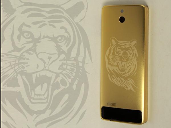 Nokia 515 mạ vàng chạm khắc 12 con giáp