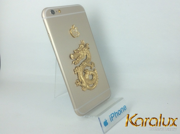 iPhone 6 với ốp lưng Rồng và quả táo đúc vàng nguyên khối