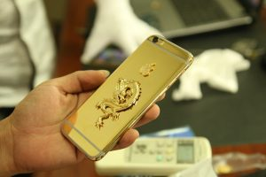 24K gold-plated iPhone 6 version with gilded Dragon monolithic