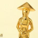 Quy trình chế tác biểu tượng người phụ nữ Việt Nam mạ vàng