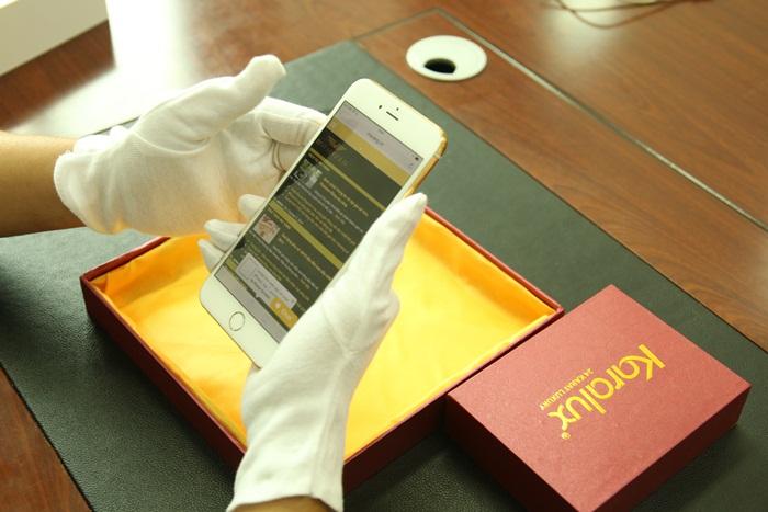iPhone 6 plus đúc Logo Rolls-Royce vàng ròng nguyên khối và đính kim cương