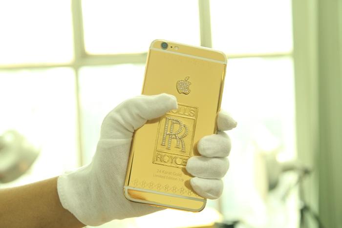 iphone6 ma vang và logo rolls-Royce đúc vàng 24K
