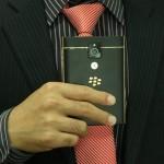 Đẳng cấp với BlackBerry Passport điểm viền vàng nguyên khối