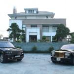 Bộ sưu tập siêu xe và điện thoại mạ vàng khủng tại Việt Nam