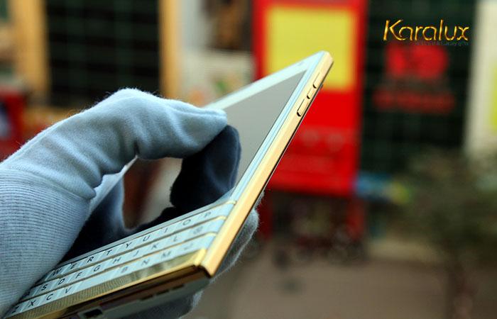 Blackberry Passport mầu trắng mạ vàng đầu tiên trên thế giới