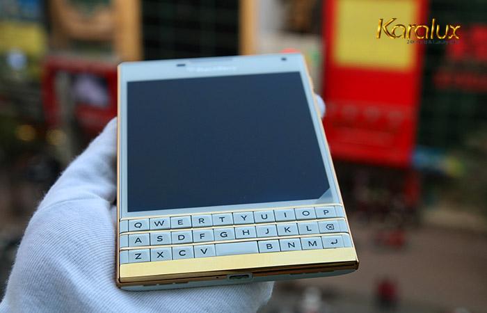 Bán điện thoại Blackberry Passport mầu trắng