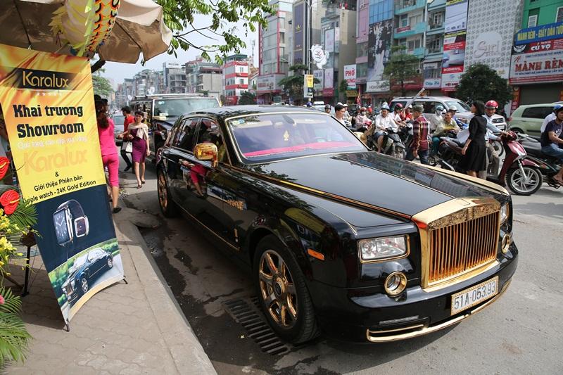 Siêu xe Rolls-Royce và Hummer do Karalux mạ vàng trong lễ khai trương showroom Karalux 93 Xã Đàn- Hà Nội