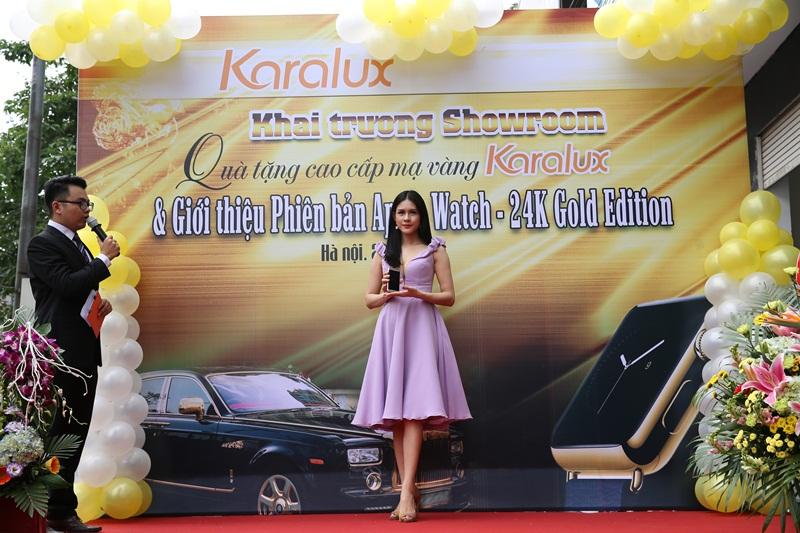 Người mẫu Lô Hương Trâm – Nữ hoàng trang sức 2013 với phiên bản Samsung Galaxy S6 mạ vàng