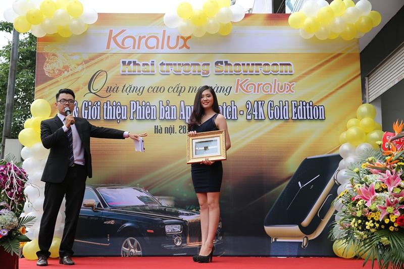 Người mẫu Lã Kiều Anh – Top 5 Hoa hậu Việt Nam 2014 với phiên bản Gold Apple Watch