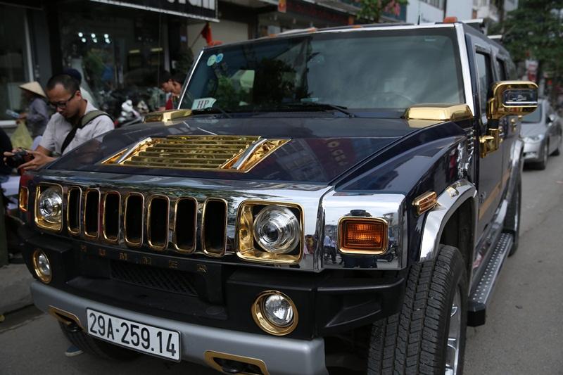 Và cả Hummer H2 mạ vàng đầu tiên tại Việt Nam