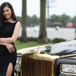 Lã Kiều Anh duyên dáng bên siêu xe Rolls-Royce Phantom mạ vàng