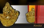 Tượng Di lặc ngồi trên hũ tiền vàng