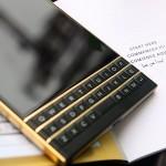 BlackBerry PassPort mạ vàng bởi Karalux