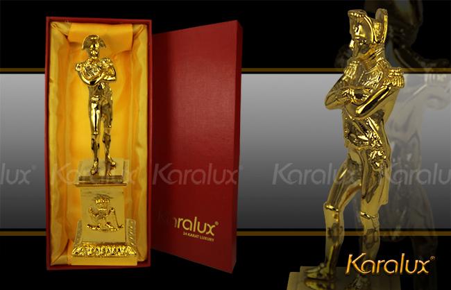 Tượng hoàng đế Napoleon mạ vàng 24K