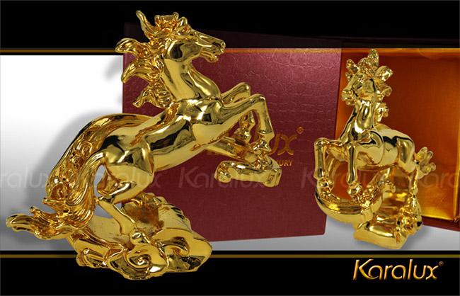Tượng ngựa phong thủy vờn mây mạ vàng
