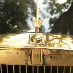 Logo huyền thoại của Rolls-Royce với biểu tượng Spirit of Ecstasy