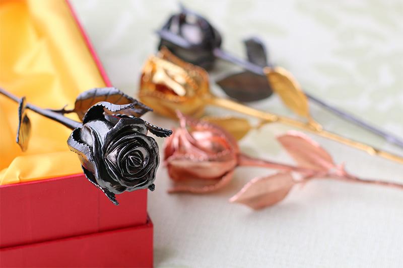 giá bán Hoa hồng mạ vàng đen