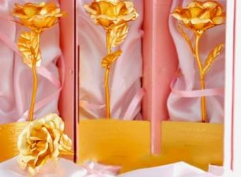 Hoa hồng dát vàng giá rẻ thực chất chỉ là đồ … nhựa.