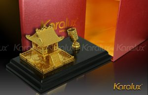 Quà lưu niệm chùa một cột mạ vàng và giá cắm bút tại Hà Nội và Tp HCM