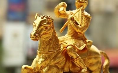 mã thượng phong hầu, tượng khỉ cưỡi ngựa mạ vàng 24K