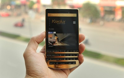 A Gold-plated BlackBerry Porsche Design P'9983 with 24K Gold Edition | Karalux Vietnam