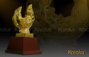 Bài trí mô hình đầu rồng đúc vàng 24K trong văn phòng, cơ quan