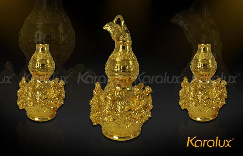 Biểu tượng hồ lô được đúc đồng phủ vàng ròng, tượng trưng cho trời đất