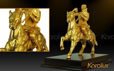 Khi cuoi ngua | Ý nghĩa, cách bài trí tượng khỉ cưỡi ngựa mạ vàng