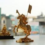 Video Tượng khỉ cưỡi ngựa – Mã thượng phong hầu mạ vàng