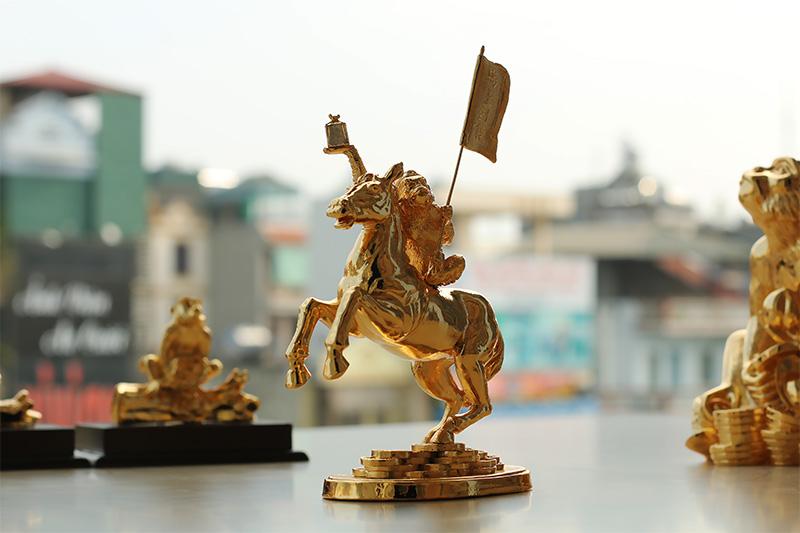 Video Tượng khỉ cưỡi ngựa - Mã thượng phong hầu mạ vàng