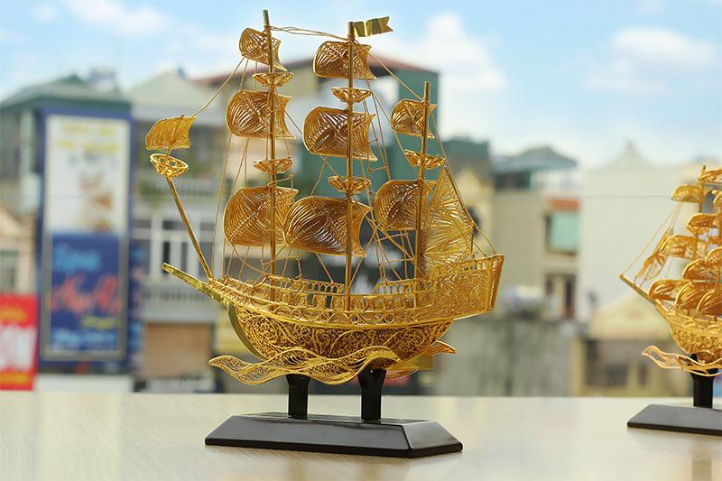 Thuyền buồm phong thủy mạ vàng