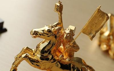 Quà tết 2016: Tượng khỉ cưỡi ngựa - Mã thượng phong hầu mạ vàng