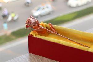 Quà tặng ý nghĩa ngày 8-3, 20-10. 14-2 hoa hồng bằng vàng hồng Karalux